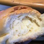シロヤベーカリー - サニーパンのダソメソ図。パン生地にかなり浸透しているが圧をかけ過ぎるのはキケンだ