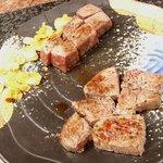 ステーキ円山 - 道産和牛フィレと道産和牛ロース(手前)