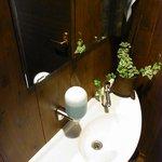 麺 藏藏 - トイレの手洗い