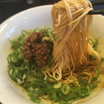 麺や すずらん亭 - 汁なし担担麺の麺リフト