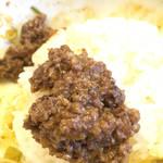麺や すずらん亭 - 汁が少ない為、ご飯投入時に肉味噌を追加してくれます。