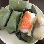 柿乃肴 - 鮭と鯖の柿の葉寿司