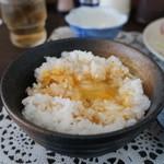 御成食堂 - 麦飯のTKGアップ