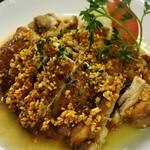 ペペロッソ - ペペロッソの看板メニュー!!若鶏のガーリックチキン