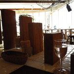 ガーデン&クラフツ カフェ - 座った大テーブルから