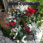 ガーデン&クラフツ カフェ - 入り口の寄せ植えのお花