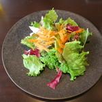 ワカヌイ グリル ダイニング バー 東京 - ワカヌイサラダ 季節野菜とグリーンマスタードドレッシング1