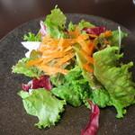 ワカヌイ グリル ダイニング バー 東京 - ワカヌイサラダ 季節野菜とグリーンマスタードドレッシング2
