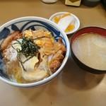 とん喜 - かつ丼定食 930円