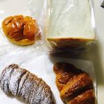 神の倉ベーカリー - クリームパン、コルネ、クロワッサン、プレゼントの食パン