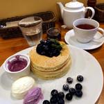 パンケーキママカフェ VoiVoi - 由木農場の摘みたてブルーベリーパンケーキ(Ver2) ドリンクセット1575円