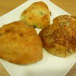オレノ パン オクムラ - ハムとチーズのクロワッサン、枝豆とチーズのフォッカチャ、ポテポテ
