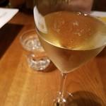 71954989 - グラススパークリングワイン