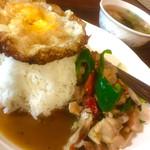 71955125 - ランチセットのガパオ(鶏)とスープ