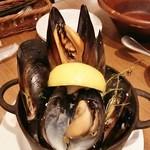 VINSENT - ムール貝の白ワイン蒸し1200円。