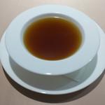 食文化サロン 白金劉安 - 漢方スープ:金のスープ(西洋人参 烏骨鶏 山薬 黒豆 金華火腿 干貝柱 干松茸等)