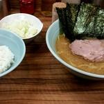 武蔵家 - 料理写真:ラーメン!刻みネギトッピング!