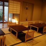 茶三楽 - 座敷席