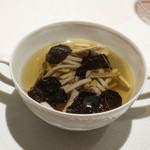 71963714 - セップ茸とオーストラリア産黒トリュフのコンソメスープ