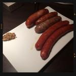 ローストビーフ&チーズフォンデュ食べ放題ダイニングビアバー ウォルトンズ  - 焼きソーセージ5種類盛り合わせ