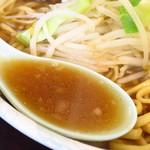 ラーメン二郎 - 普通の小ラーメンのスープ