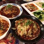 71974812 - 前菜四種盛、麻婆豆腐、鶏モモとラー油山椒特製ソース合え物、口水鶏