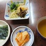 東京苑 - のり、ナムル、キムチ