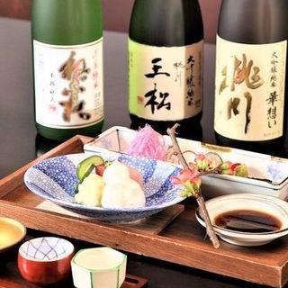 焼き鳥や和食に合う焼酎や日本酒を全国各地から取り揃えました。