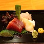 日本料理 たかむら - 刺身 秋田産アイナメ昆布〆、三陸産石垣貝、千葉産鰹