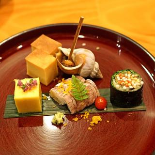 日本料理 たかむら - 料理写真:前菜 1 玉子焼、バイ貝旨煮、きび寄せ、江戸前コハダの磯辺酢、唐墨蝦蛄、マイクロトマト