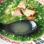 豚骨食堂 - だしソーキ ねぎトッピング のスープ