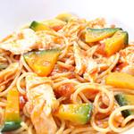 ランチ&バー 花菜 - カボチャと蒸し鳥のトマトソース