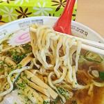 龍上海 - 醤油ラーメンの麺