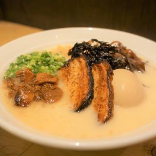 くさみを抑えた東京風豚骨スープ