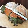 ラミ - 料理写真:カスクルート (スモークサーモン・ブルターニュ産クリームチーズ、はバケット)