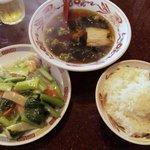 7199730 - 日替わりランチ エビ季節野菜塩味炒め+半ラーメン 700円