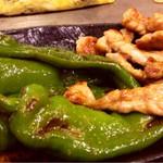 もりぐち - 万願寺唐辛子と鶏ネックの炒め物