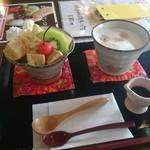 甘味茶蔵 真盛堂 - 茶蔵パフェわらびもちSとカフェラテ