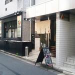 鶏そば・ラーメン Tonari - こちらのお店、夜はオイスターバーらしいですよ。