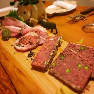 数多くのお肉料理が召し上がれるビストロです