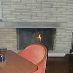 メイプルラウンジ - 外観写真:暖炉