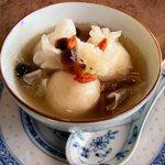 台湾茶藝館 月和茶 - これは温かい甘味です。名前は忘れましたが黒胡麻が餡になっていて、もっちもちの食感がとても楽しい