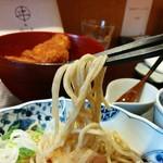 麺 みつヰ - 歯ごたえも風味も良い全粒粉。蕎麦は入っていません。