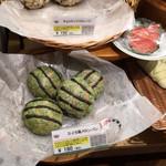 Panini KITCHEN ロイヤルベーカリー - スイカ風メロンパン 180円 Instagramにもどうぞ!のコメントあり。