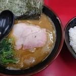 72001274 - ラーメン並麺固め+海苔+ライス