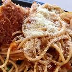プラージュ - スパゲティには粉チーズもかけちゃう!!