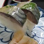満寿形屋 - セットには2切れの極上鯖寿司付き(@_@)