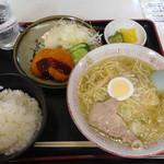 香味徳 - 牛骨ラーメン定食¥950-