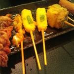 串かつ市場 - 左から、鶏肉、なんこつ、チーズ、かぼちゃ、ウインナー。