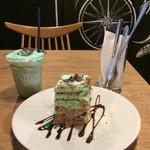 72005605 - チョコミントケーキ&チョコミントラテ